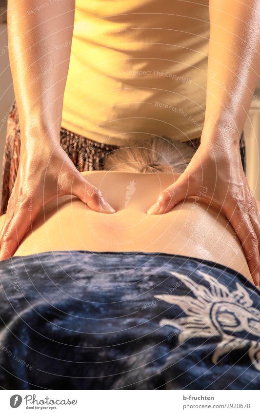 Massieren Gesundheit Gesundheitswesen Behandlung Wellness harmonisch Wohlgefühl Zufriedenheit Sinnesorgane Erholung ruhig Kur Spa Massage Frau Erwachsene Rücken