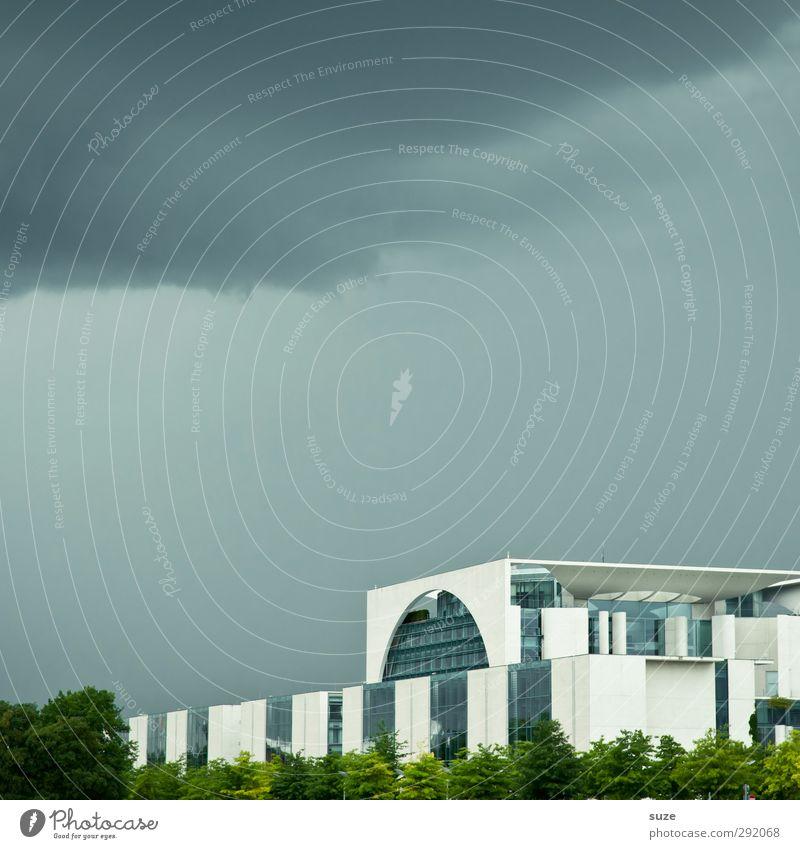 Macht nix Himmel blau Wolken Umwelt dunkel Berlin Architektur Gebäude Stein Deutschland Wetter Europa Tourismus Symbole & Metaphern Kultur Bauwerk