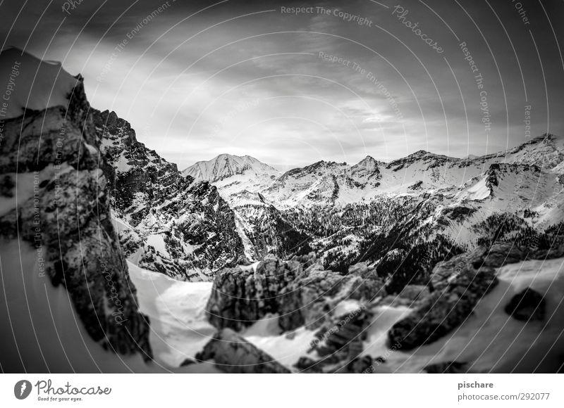 Salzburger Land Landschaft Wolken Winter Schnee Berge u. Gebirge Schneebedeckte Gipfel dunkel eckig Abenteuer Schwarzweißfoto Außenaufnahme Tag Kontrast