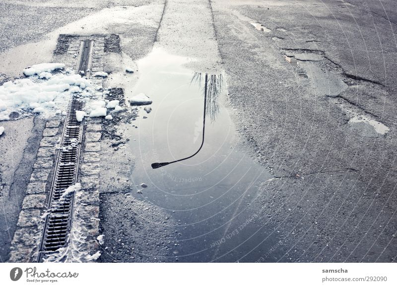 spieglein spieglein... Umwelt Wasser Winter Schnee Stadt Verkehrswege Straße Straßenkreuzung Wege & Pfade Flüssigkeit kalt nass Reflexion & Spiegelung