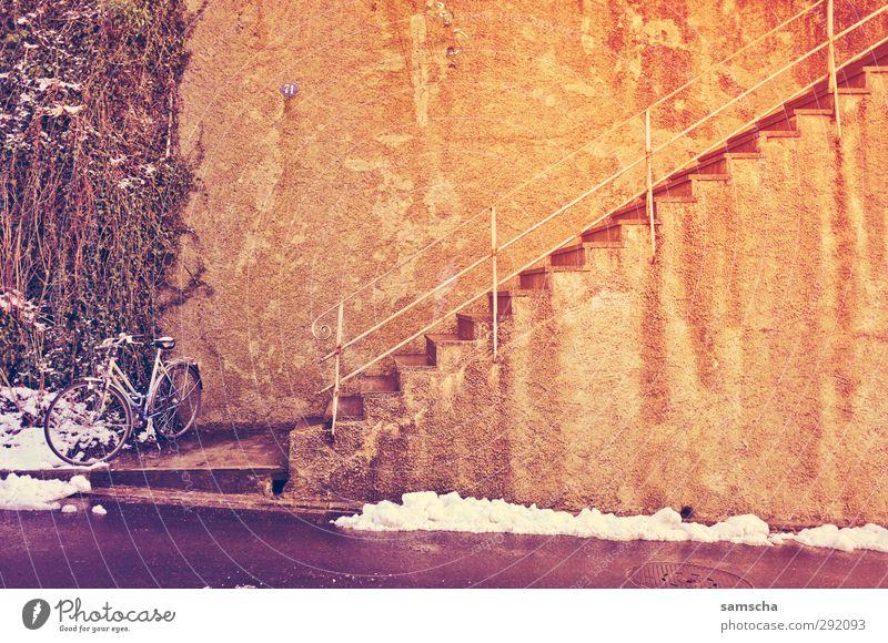 nach oben Stadt Winter Umwelt Wand Schnee Mauer Fahrrad Treppe Lifestyle Stadtleben Beton Fahrradfahren Treppengeländer Eingang Stadtzentrum aufwärts
