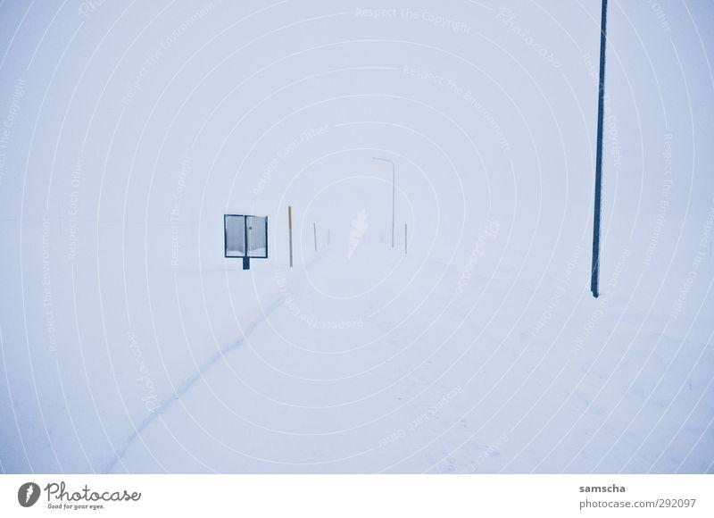 Strasse ins Nichts Natur weiß Winter Landschaft Umwelt kalt Straße Schnee Wege & Pfade Schneefall Eis Nebel Frost Verkehrswege Sturm Schneelandschaft