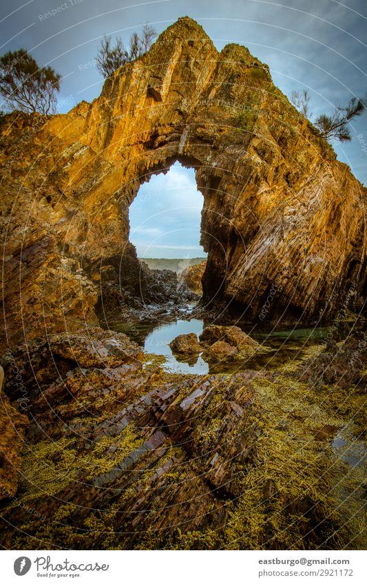 Ein natürlicher Bogen an der Küste zur Goldenen Stunde Ferien & Urlaub & Reisen Tourismus Strand Meer Insel Umwelt Natur Landschaft Sand Himmel Wolken Felsen