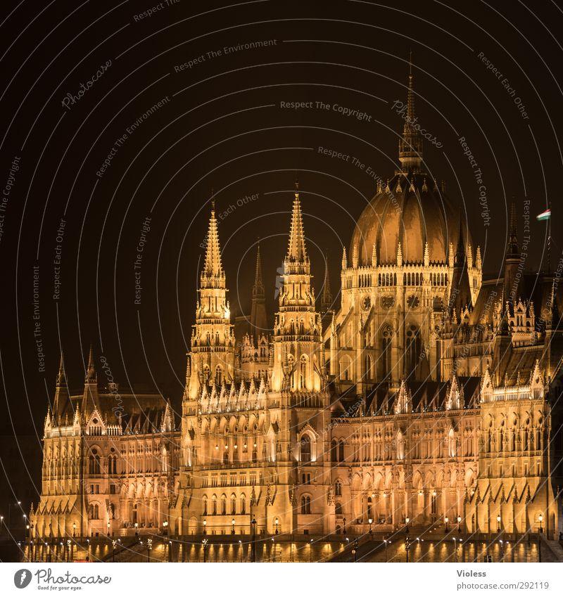 nicht alles gold was...... Hafenstadt Parlament Wahrzeichen Bekanntheit Macht neogotisch Budapest Farbfoto Nacht Langzeitbelichtung