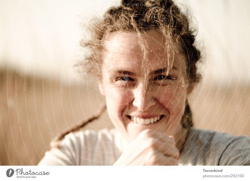 Hiddensee | schelm.schelm.schelm.schelm.schelm. Mensch Frau Natur Jugendliche schön Freude Gesicht Erwachsene Auge feminin Gefühle Haare & Frisuren grau Kopf