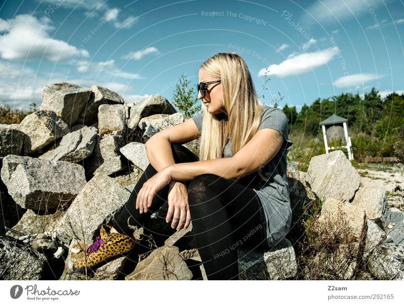 Last Summer Day Stil Ferien & Urlaub & Reisen Sommer Sonne feminin Junge Frau Jugendliche 1 Mensch 18-30 Jahre Erwachsene Umwelt Landschaft Himmel Sträucher