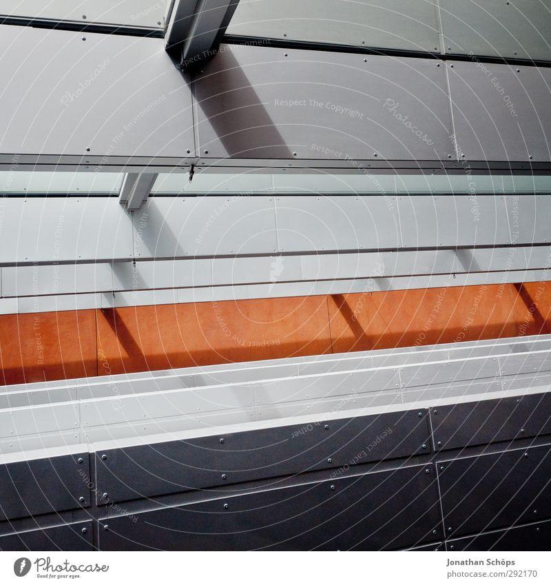 Stahl Bauwerk Gebäude Architektur ästhetisch Fenster Schatten Lichteinfall grau schwarz orange Linie Muster Geometrie aufstrebend positiv Strukturen & Formen