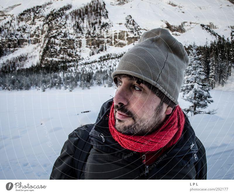 Mann im Winter Mensch Wasser Erwachsene Umwelt Berge u. Gebirge Gefühle außergewöhnlich Eis maskulin Freizeit & Hobby Erde wandern Urelemente Frost