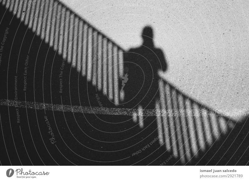 Mann Schatten Silhouette auf dem Boden Mensch Licht Sonne Sonnenlicht Straße Außenaufnahme Großstadt abstrakt sehr wenige Hintergrund neutral Bilbao Spanien