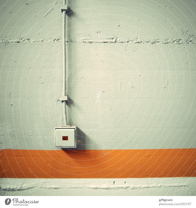 on/off Technik & Technologie Energiewirtschaft alt orange Licht Lichtschalter Schalter elektrisch Elektrisches Gerät Elektrizität Kabel Beton Betonwand Streifen