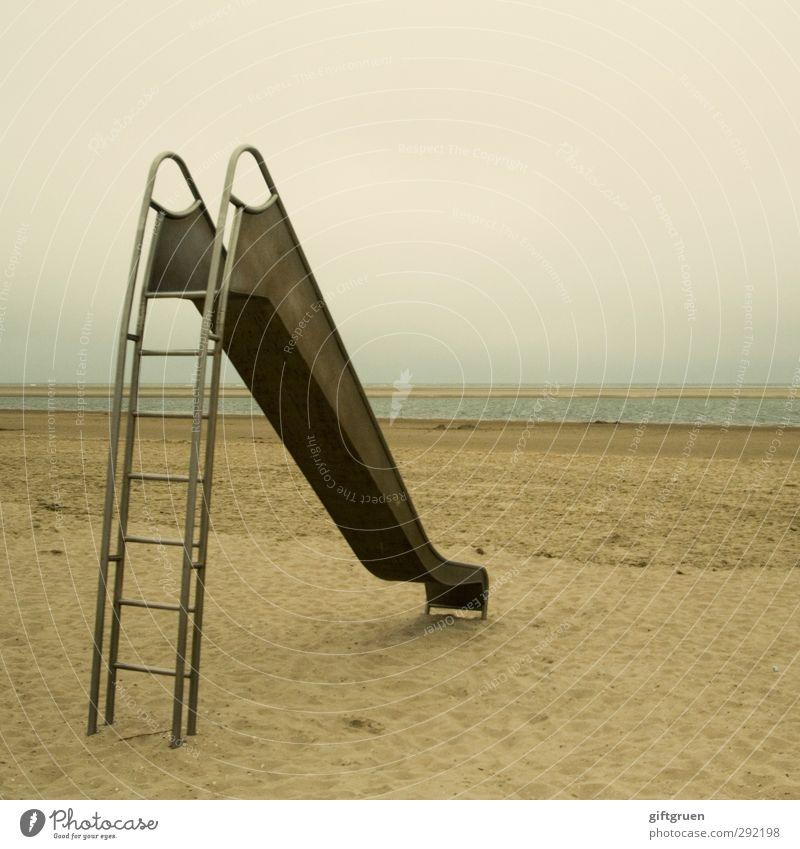 up & down Himmel Natur Wasser Freude Einsamkeit Landschaft Strand Umwelt Spielen Küste Sand Kindheit Freizeit & Hobby Insel trist Urelemente