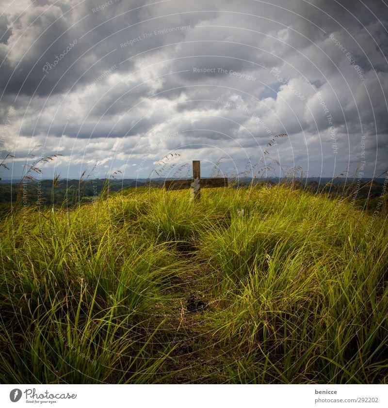 Weiß-Grün-Tod Himmel Natur alt grün weiß Himmel (Jenseits) dunkel Gras Traurigkeit Religion & Glaube Kirche Trauer Symbole & Metaphern Krankheit gruselig