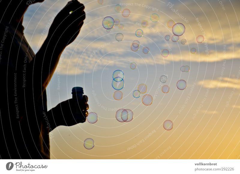 Dem Himmel entgegen maskulin Junger Mann Jugendliche 1 Mensch 18-30 Jahre Erwachsene Natur Landschaft Luft Wolken Sonne Sonnenaufgang Sonnenuntergang