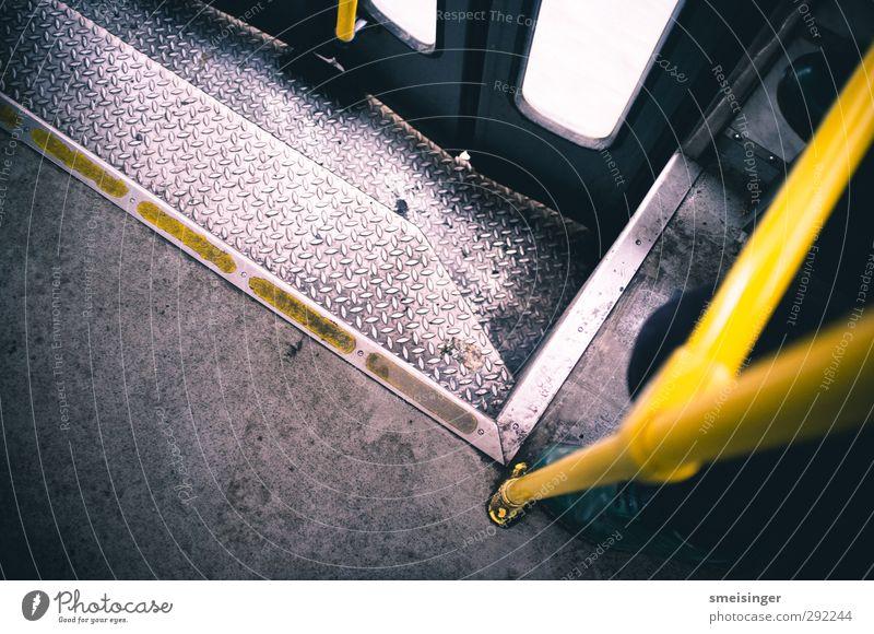 Straßenbahn Prag Ferien & Urlaub & Reisen Stadt gelb Bewegung grau Metall glänzend Treppe dreckig Tür stehen warten Europa Personenverkehr Langeweile Griff