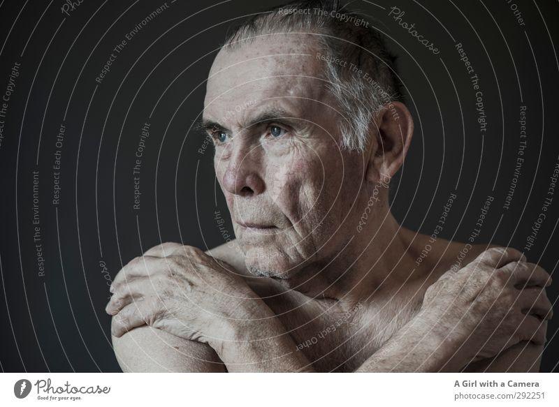 . Mensch maskulin Mann Erwachsene Männlicher Senior Großvater 1 60 und älter alt nackt Mut kalt Gedeckte Farben Innenaufnahme Studioaufnahme Textfreiraum links