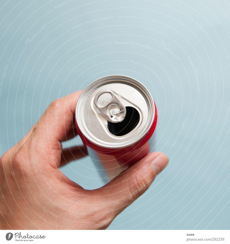 Dosenhalter Getränk Erfrischungsgetränk Design Hand Finger Umwelt Verpackung Metall festhalten blau silber Durst Alkoholsucht Sucht Umweltschutz greifen