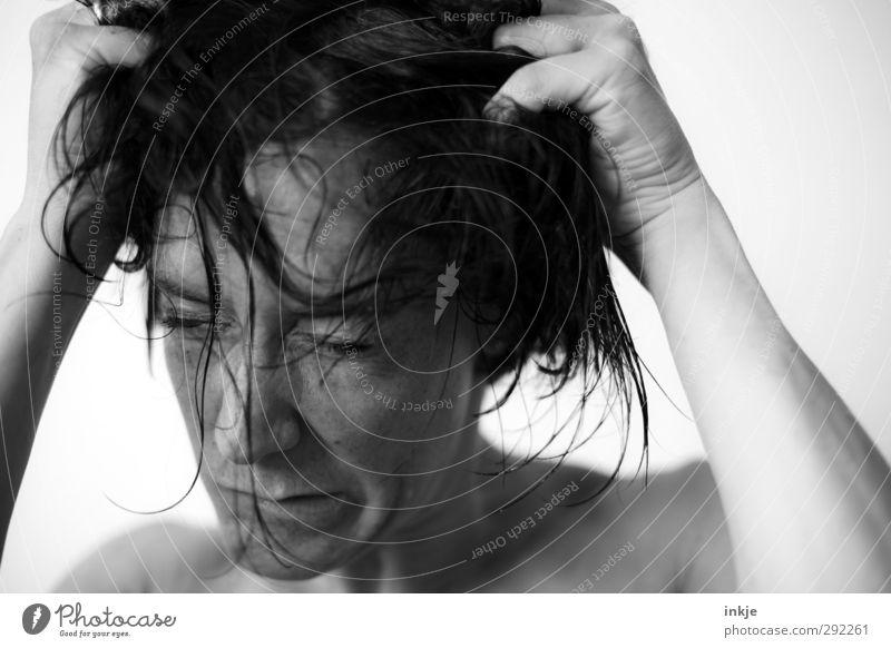 Zum Haare raufen! Mensch Frau Gesicht Erwachsene Leben Gefühle Haare & Frisuren wild Freizeit & Hobby nass Lifestyle verrückt Wut Stress Gesichtsausdruck machen