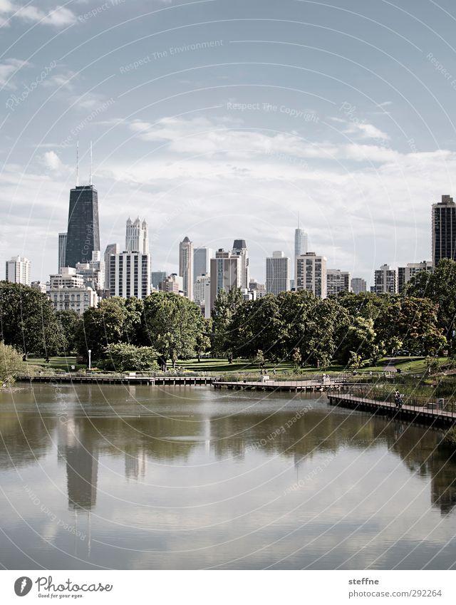 Lincoln Park | Chicago Skyline Himmel Schönes Wetter Baum Teich See USA Stadt Hochhaus Erholung hancock center Farbfoto Textfreiraum oben Textfreiraum unten