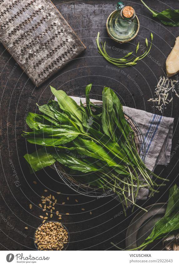 Bärlauch auf Küchentisch Lebensmittel Salat Salatbeilage Kräuter & Gewürze Ernährung Bioprodukte Vegetarische Ernährung Diät Geschirr kaufen Stil Design