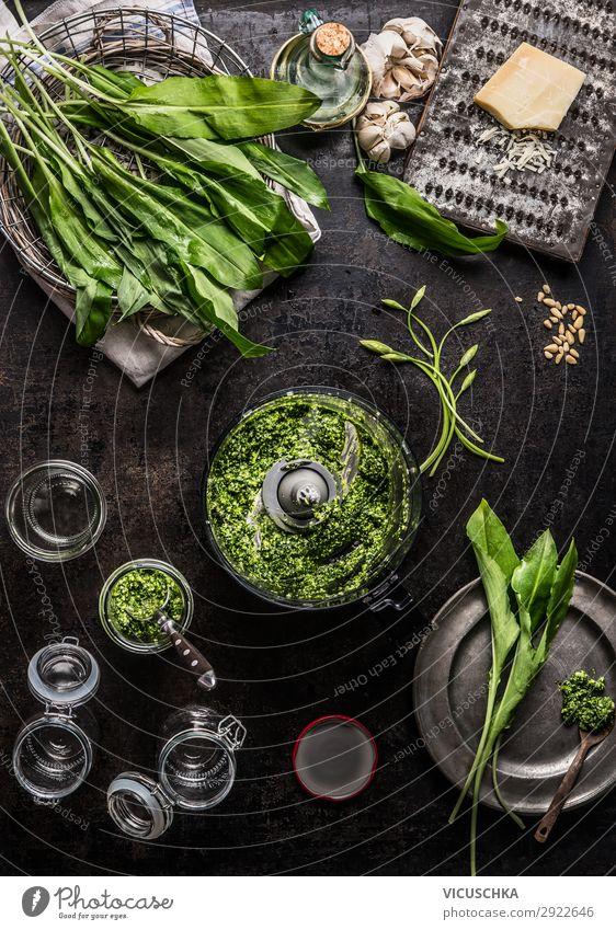 Bärlauch Pesto zubereiten Lebensmittel Salat Salatbeilage Kräuter & Gewürze Öl Ernährung Bioprodukte Vegetarische Ernährung Diät Geschirr Stil Design