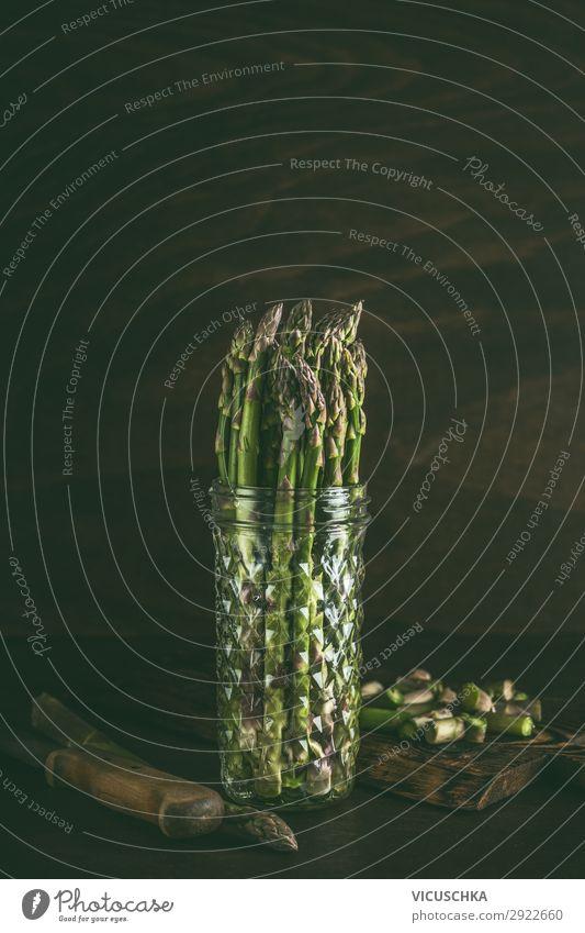 Grüner Spargel im Glas mit Wasser Lebensmittel Gemüse Ernährung Bioprodukte Vegetarische Ernährung Diät Geschirr kaufen Stil Design Gesunde Ernährung
