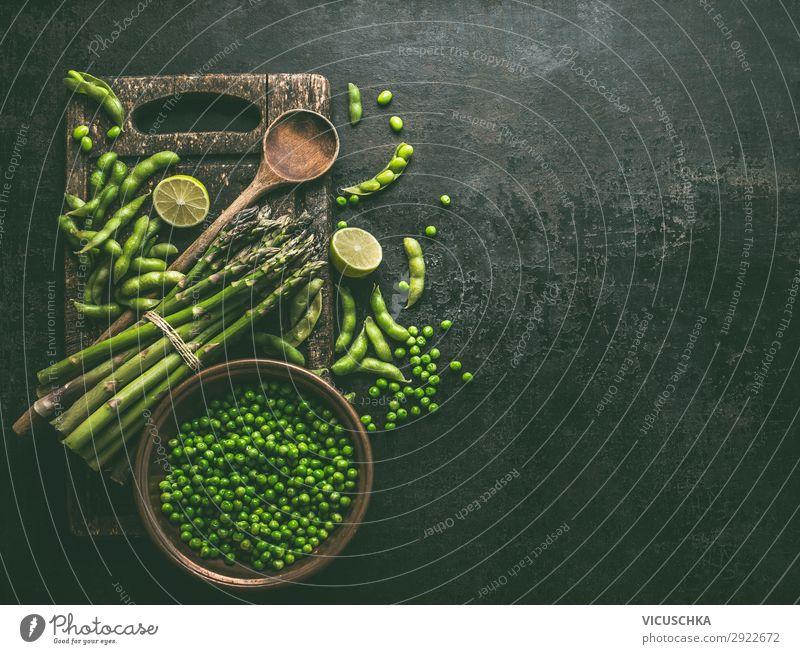 Grün Kochen Lebensmittel Gemüse Ernährung Bioprodukte Vegetarische Ernährung Diät Geschirr Löffel Lifestyle Stil Gesunde Ernährung Tisch Kochlöffel Design