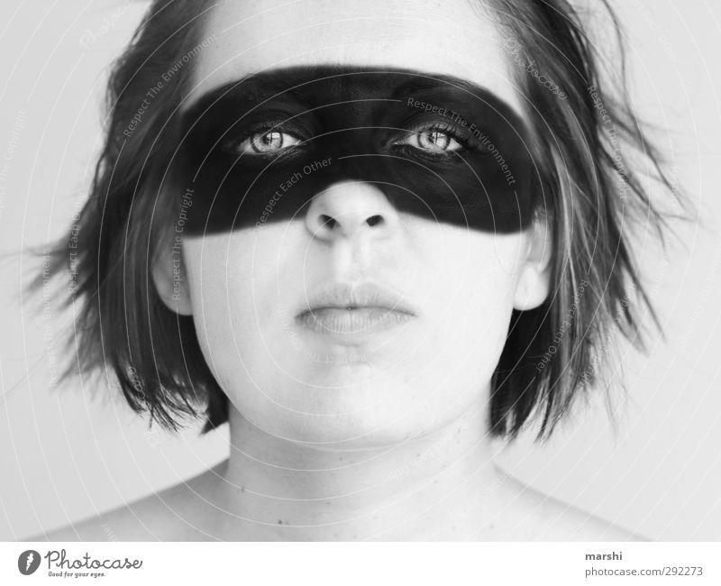 Panzerknacker Stil Mensch feminin Junge Frau Jugendliche Erwachsene Kopf 1 schwarz weiß Maske zorro Politische Bewegungen Dynamik angemalt Blick verstecken