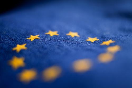 Europafahne Baumwolle blau Design Fahne Falte gelb Stoff gold Kreis Stern (Symbol) Symbole & Metaphern Textilien Wahrzeichen exit brexit verfallen zerrinnen