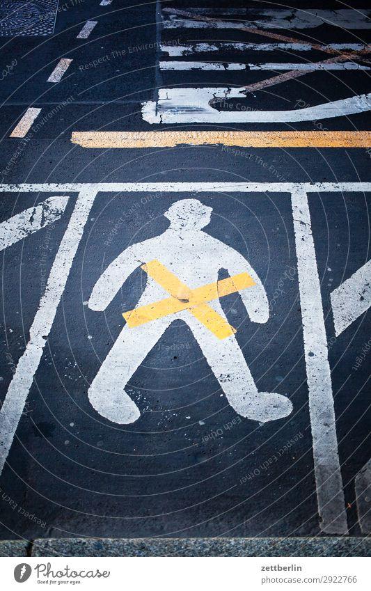 Gendermann Asphalt Fahrbahnmarkierung gender gap Genitalsystem Geschlecht Linie Mann Schilder & Markierungen Mensch Navigation Orientierung Richtung Straße