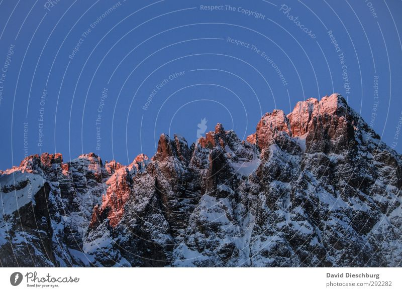 Bergglühen Natur blau weiß rot Winter Landschaft schwarz Berge u. Gebirge kalt Schnee Stein Felsen Eis orange wandern Schönes Wetter