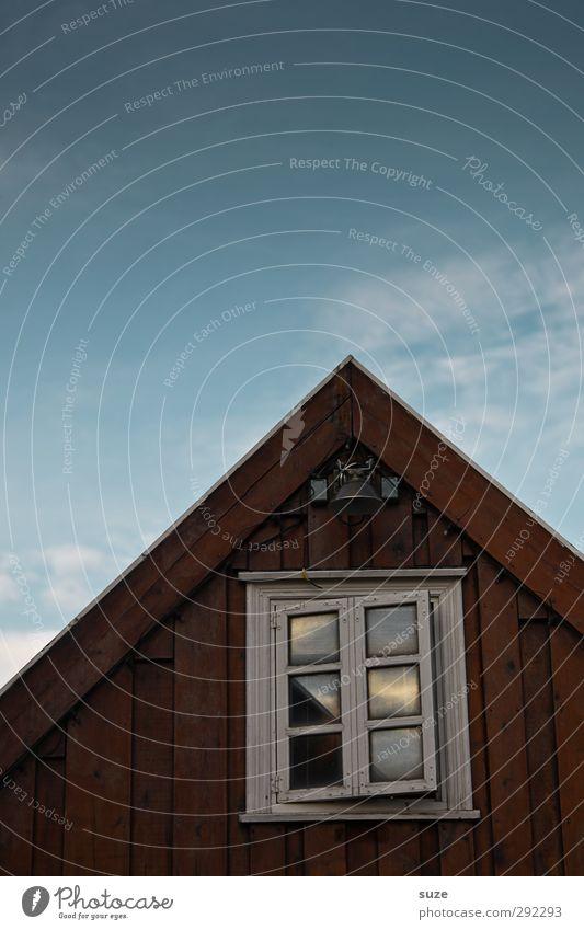 Alte Häuser | mit Charme Himmel blau alt Einsamkeit Haus Umwelt Fenster braun Fassade Dach einfach Vergänglichkeit einzigartig Hütte Vergangenheit Island