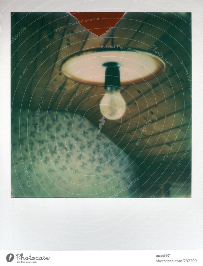 alte häuser | interior design Innenarchitektur Energie retro Tapete Glühbirne Siebziger Jahre charmant Wandtäfelung Dachgeschoss