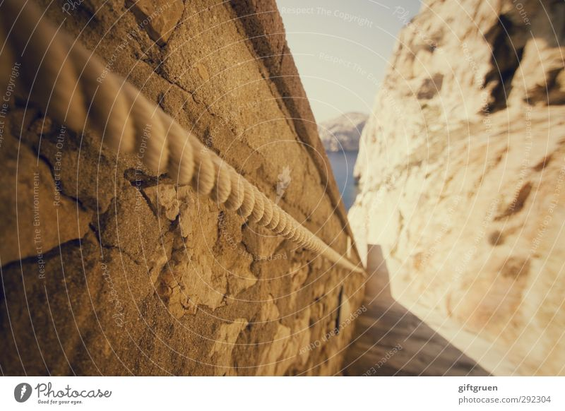 festhalten! Umwelt Natur Landschaft Urelemente Wasser Himmel Klima Wetter Schönes Wetter Felsen Küste Meer hell Sardinien Italien eng steil Steilwand Felswand