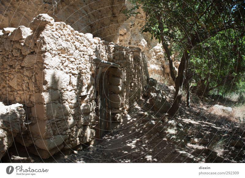 Alte Häuser | im Tal der Mühlen Natur Ferien & Urlaub & Reisen alt Sommer Pflanze Baum Haus Umwelt Wärme Wand Mauer Stein Felsen Tür Erde Insel