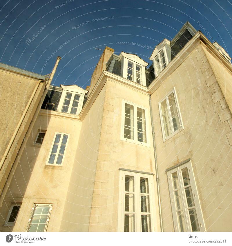Alte Häuser | bourgeois Stadt Haus Fenster Wand Architektur Mauer Gebäude hell Stimmung blond Fassade Kraft hoch ästhetisch Macht historisch
