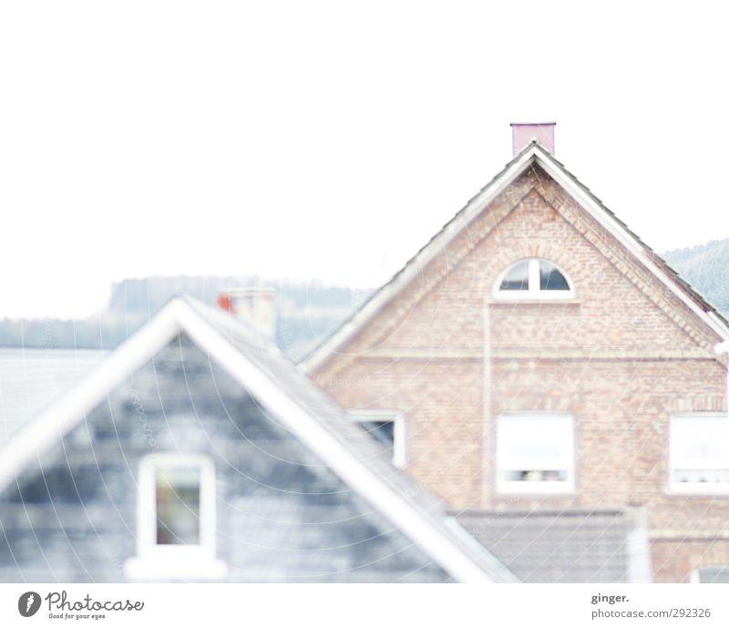 Alte Häuser | Im Winterlicht Himmel alt Stadt weiß Haus Fenster Wand Architektur Mauer Gebäude hell Fassade Dach Spitze Bauwerk Maske