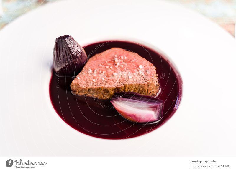 Rosa Rehrücken mit Portwein Schalotten Sauce Lebensmittel braun rosa Ernährung glänzend genießen lecker Wildfleisch Teller Abendessen Fleisch Mittagessen