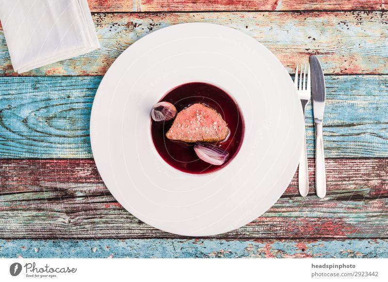 Rosa Rehrücken mit Portwein Schalotten Sauce Lebensmittel rosa Ernährung modern genießen lecker türkis Teller Abendessen Fleisch Mittagessen Festessen klassisch