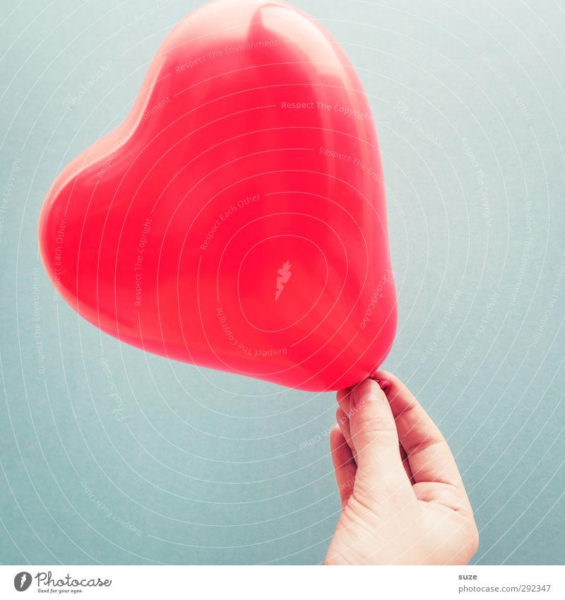Herz in Händen Lifestyle Feste & Feiern Valentinstag Muttertag Hand Finger Luft Dekoration & Verzierung Luftballon Zeichen festhalten Glück schön Kitsch