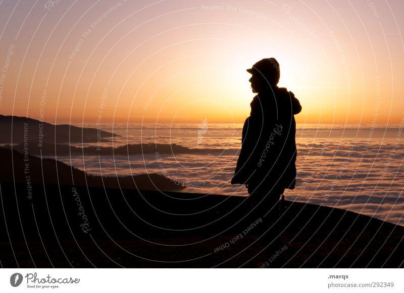 Rückblick Mensch Himmel Natur schön Erholung Landschaft Ferne Berge u. Gebirge Erwachsene Gefühle Denken Freiheit Stimmung Horizont Wetter Aussicht