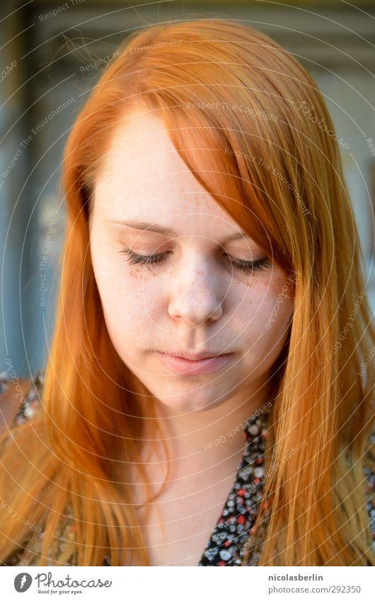 MP51 - Take a look at me now Mensch Jugendliche schön Erholung Junge Frau Erwachsene feminin Gefühle Haare & Frisuren 18-30 Jahre wild warten weich Romantik