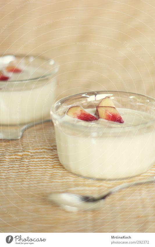 joghurt. Freude Essen Lebensmittel Frucht Glas Ernährung süß Süßwaren Geschirr Schalen & Schüsseln Diät Dessert Löffel Vegetarische Ernährung Milcherzeugnisse