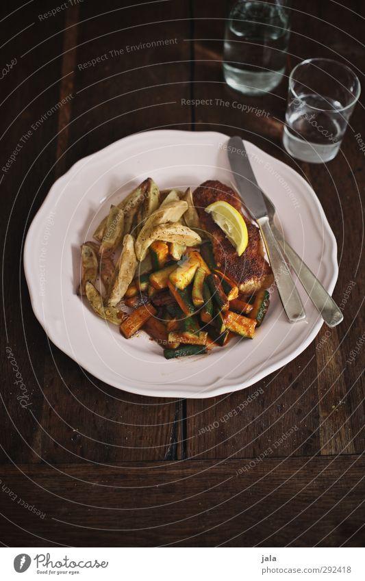 mahlzeit Gesundheit Lebensmittel Glas Trinkwasser Ernährung Getränk Appetit & Hunger Gemüse lecker Geschirr Bioprodukte Teller Messer Mittagessen Besteck Gabel