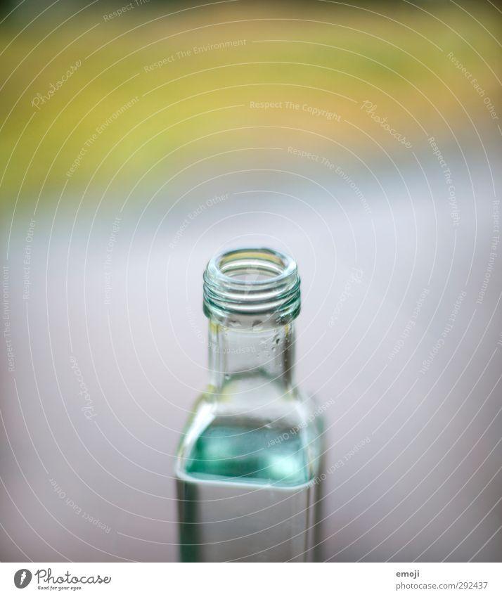 Verschluss(zeit) Getränk Erfrischungsgetränk Trinkwasser Flasche Drehgewinde Verschlussdeckel Flüssigkeit nass blau Farbfoto Innenaufnahme Nahaufnahme