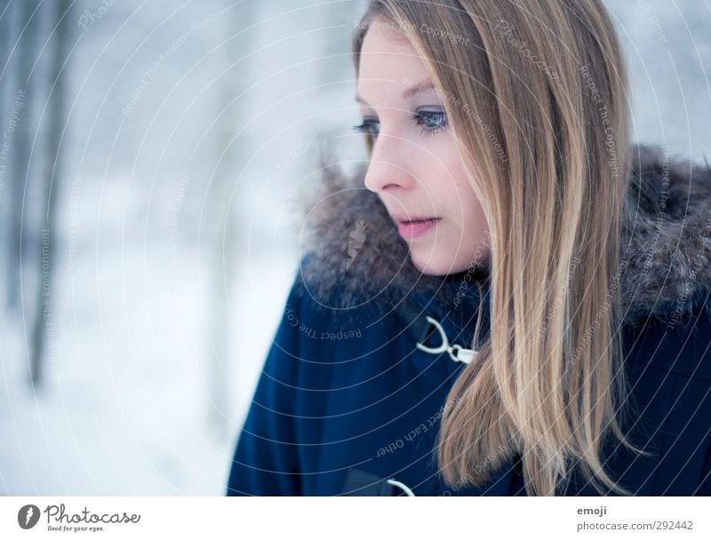 ocean Mensch Jugendliche blau schön Winter Junge Frau Erwachsene kalt feminin 18-30 Jahre blond Pelzmantel