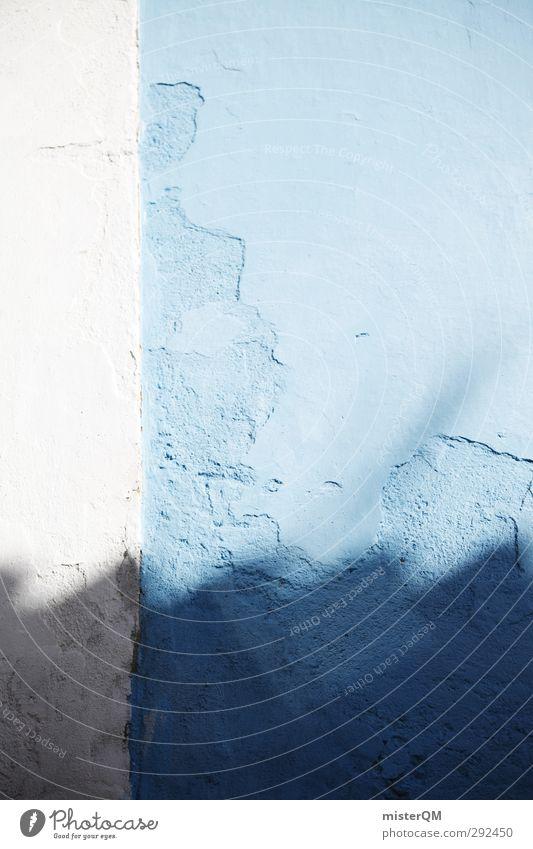 Blue Shadows. Kunst ästhetisch Fassade Wand blau mediterran Symmetrie weiß Dachrinne Wellblech Farbfoto Gedeckte Farben Außenaufnahme Experiment abstrakt Muster