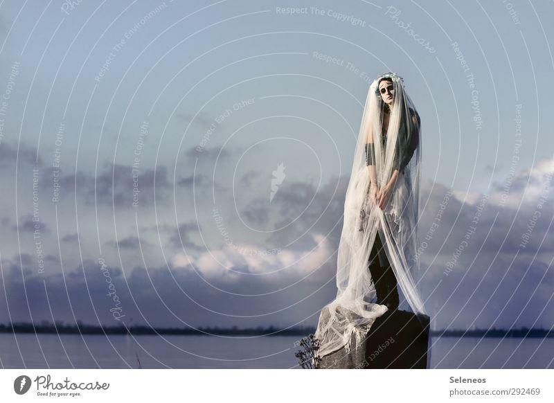 Statuette Mensch Frau Himmel Natur Wasser Meer Winter Wolken Landschaft Erwachsene Umwelt kalt Küste See Horizont stehen