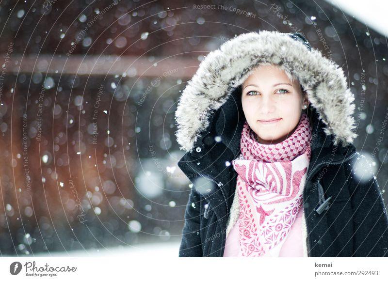 Dach überm Kopf Mensch Jugendliche schön Winter Gesicht Junge Frau Erwachsene Auge kalt Schnee Leben feminin 18-30 Jahre Stil Schneefall