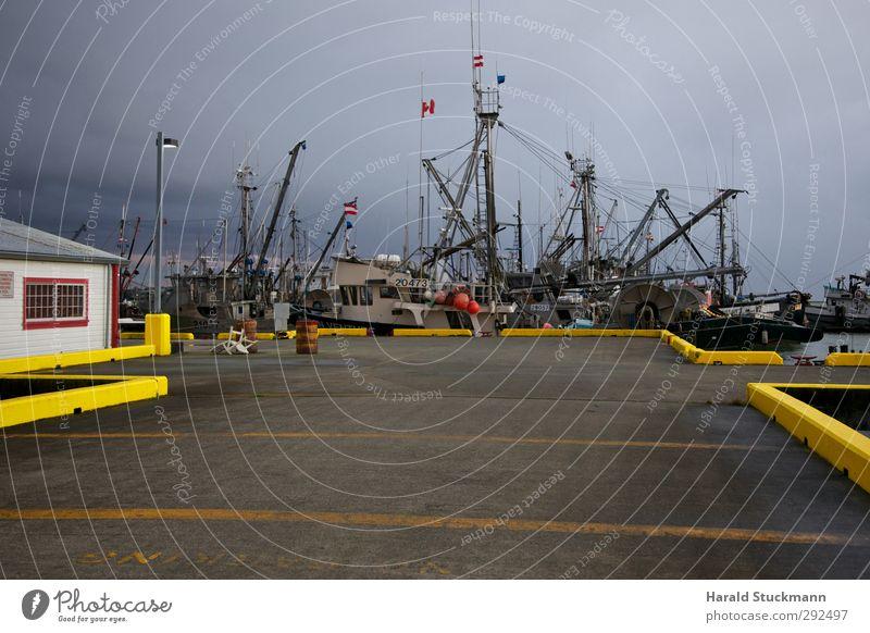 Fischerboote im Hafen von Steveston, British Columbia Meer Wolken Schifffahrt Wasserfahrzeug gelb ankern Anlegestelle Binnenhafen Fischereiwirtschaft
