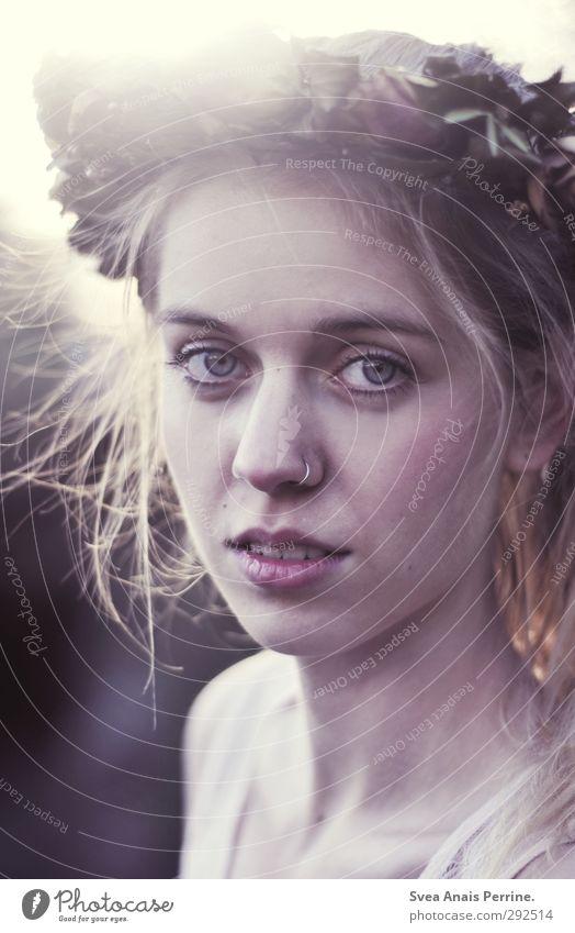frau zauber. feminin Junge Frau Jugendliche Haare & Frisuren Gesicht 1 Mensch 18-30 Jahre Erwachsene Umwelt Natur Schönes Wetter Mode blond einzigartig